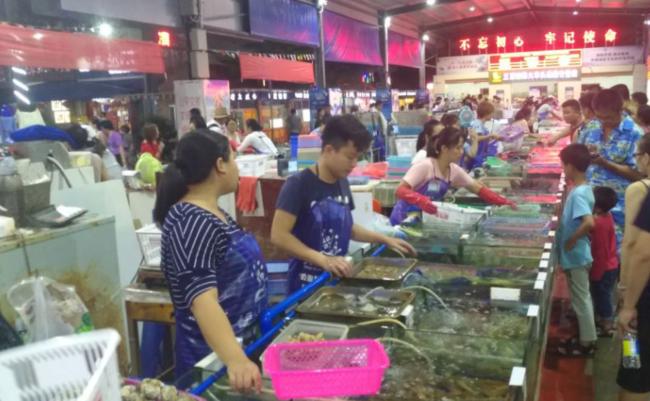 万人海鲜广场 亲自买海鲜