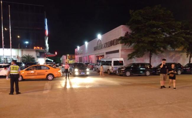 万人海鲜广场停车场